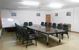 富力达明亮的会议室