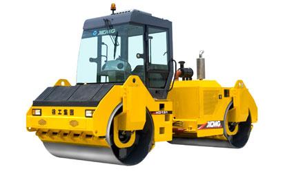 XD131 液压驱动双钢轮振动压路机