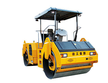 XD121E 液压驱动双钢轮振动压路机